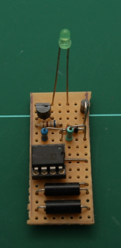 Assembled AD587 circuit. Note 2x 500R 0.01% resistors in series were used instead.